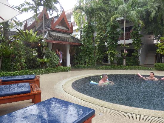 Salathai Resort: from the entry into the pool area.
