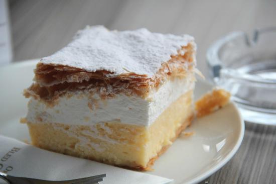 Bistro: cream cake