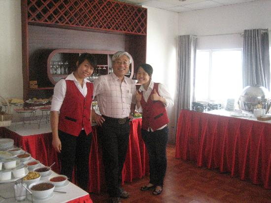 Hanoi Imperial Hotel: with restaurant staffs
