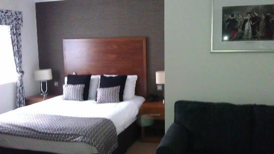 The Boleyn Hotel: BED