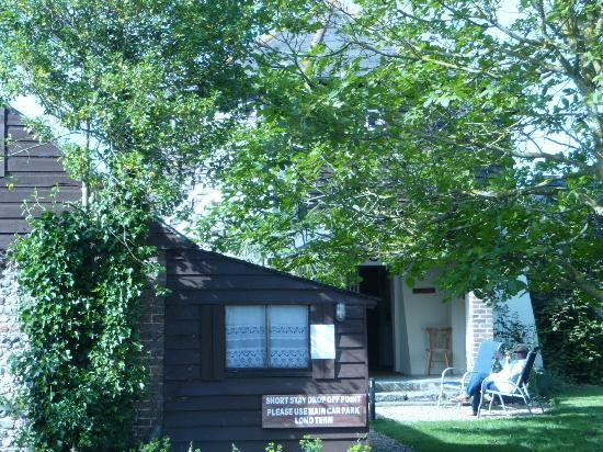 Hunston Mill Cottages: Garden area