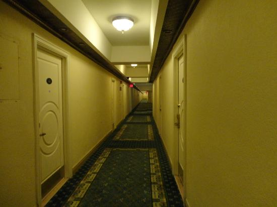 Hollywood Beach Resort Cruise Port Hotel: The hallway to our room