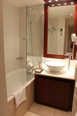 Residhome Courbevoie la Défense: bathroom