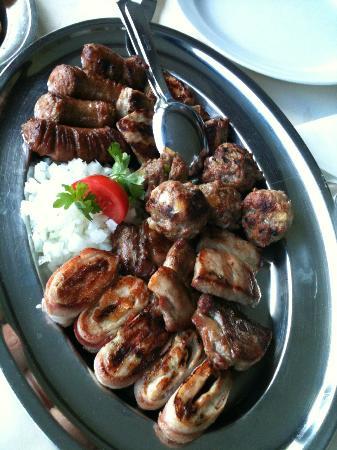 Restoran Bendek: Mixed grilled meat