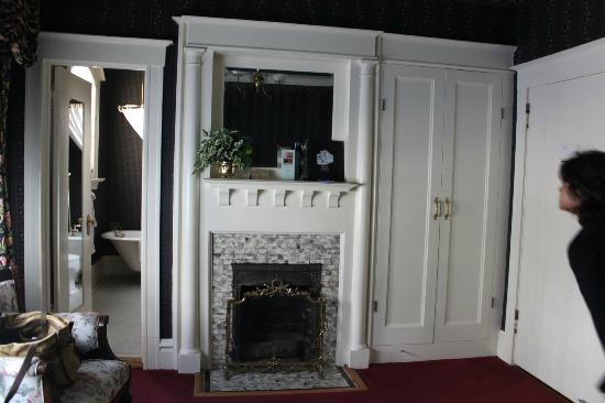 The Nob Hill Inn: A small fireplace