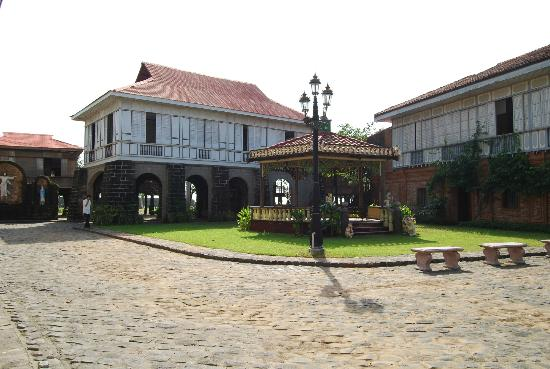 Las Casas Filipinas de Acuzar: gazebo and Casa Luna