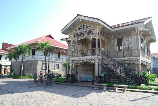 Las Casas Filipinas de Acuzar: exterior of old house