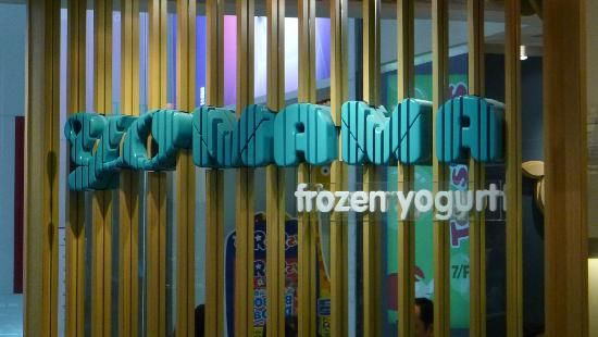 Yo Mama Frozen Yoghurt: Yo Ma Ma Frozen Yoghurt - Shop sign