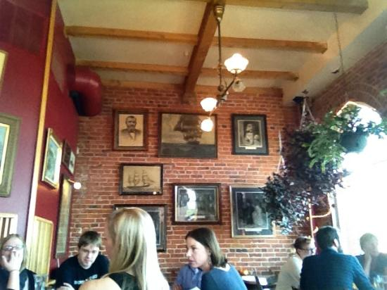 Vierling Restaurant and Marquette Harbor Brewery: Antique charm & casual setting