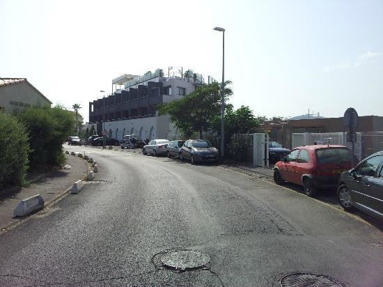 Hotel Oz'inn : rue des nereides,voie tres bruyante