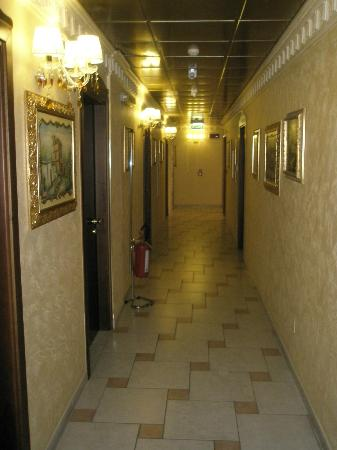 Hotel Riva del Sole : Flur