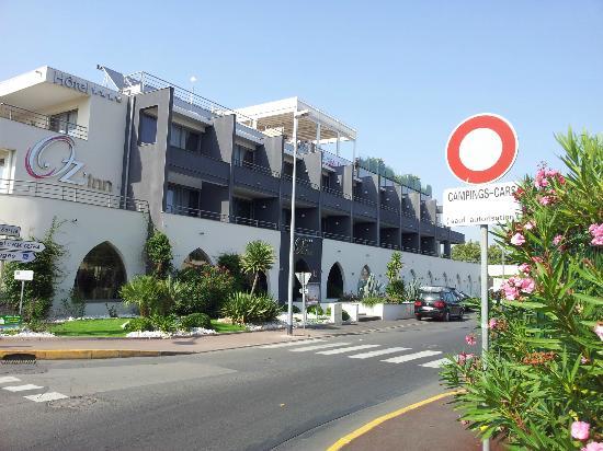 Hotel Oz'inn : hôtel entourée de voies tres bruyantes et d'un parking sale et mal famé