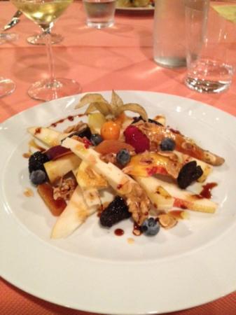 Osteria Corte Zanella: Antipasto Insalata di frutta e formaggio con mosto cotto al lambrusco
