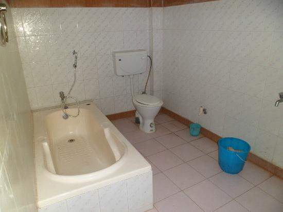 Tajpur Beach Resort : Attached bath with bath tub