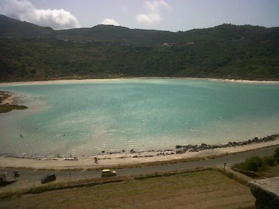 Il lago dall 39 alto picture of lo specchio di venere pantelleria tripadvisor - Ristorante lago lo specchio ...
