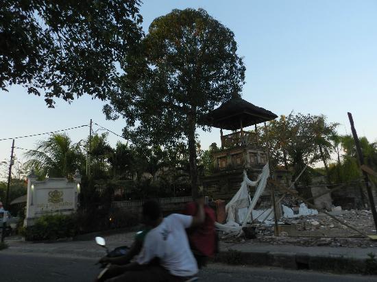 Bali Royal Suites Hotel: Entrada
