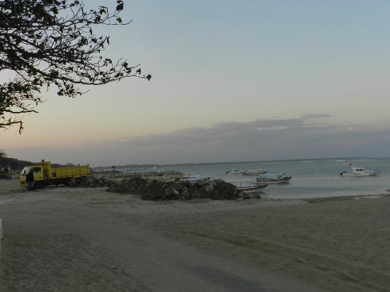 Bali Royal Suites Hotel: Playa