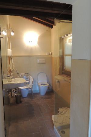Zicht naar de badkamer (deur & glazen deur) - Foto van Seven ...
