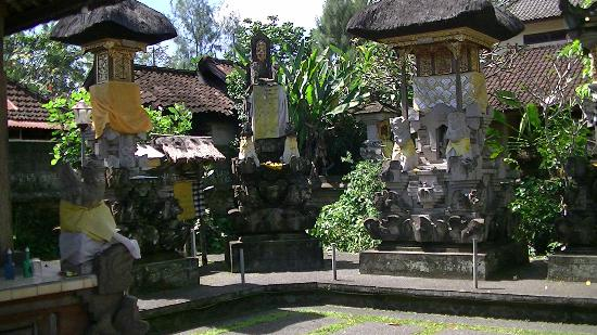 Tour Bali Guide - Day Tours: Traditional Balinese Surrounds at Ketut's Homestay Ubud