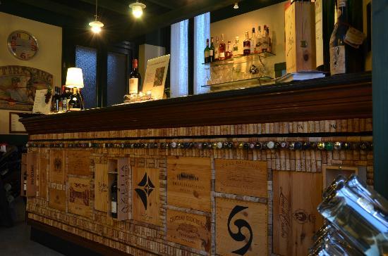 Trattoria Tiro a Segno: Il bancone dell'aperitivo