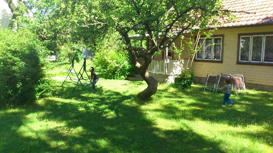 "Tofta Strandpensionat : Gula stugan (""The yellow cottage"")"