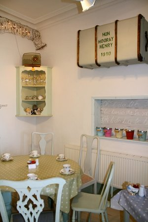 Henry's on the Prom: Inside tea shop