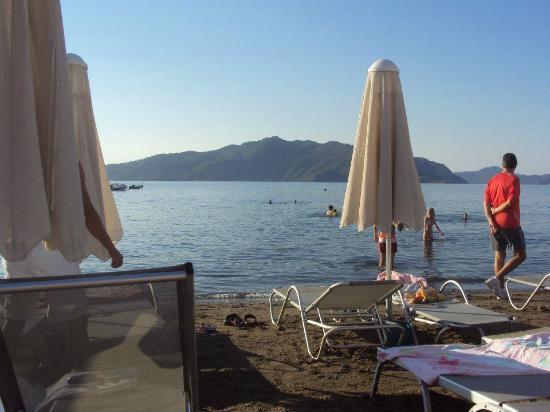 Asli Hotel: Beach