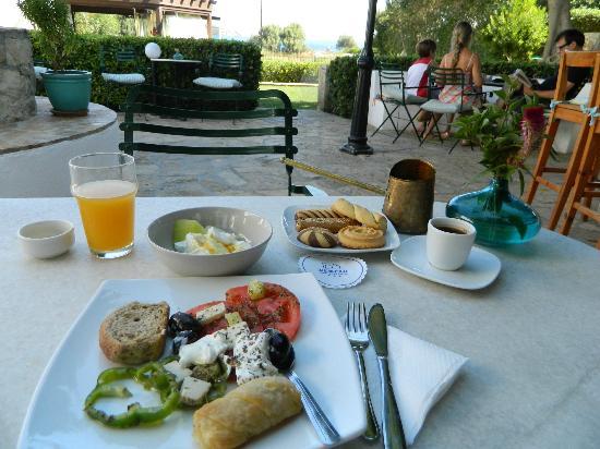 Nefeli Hotels: ENJOYING GREEK BREAKFAST