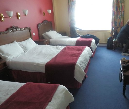 The Abbey Hotel: triple room 224