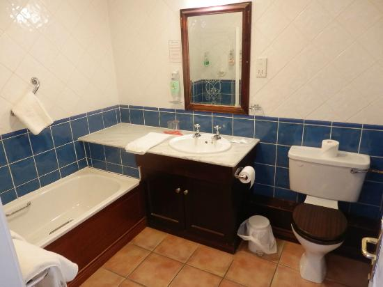 The Abbey Hotel: Bathroom in Room 224