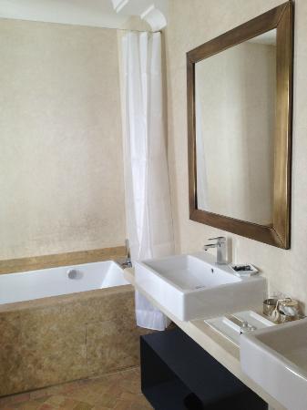 Riad tm nights: Bathroom suite