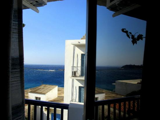 Leandros Hotel: morning view from room 225