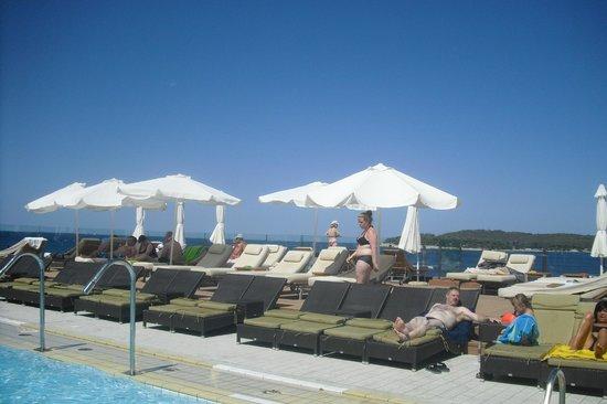 Splendid Golden Rocks Resort: piscine