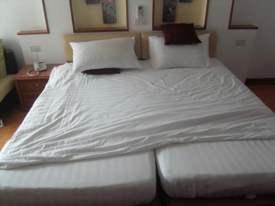 KC Place Hotel Pratunam: The bed cover was lifted to check the mattress
