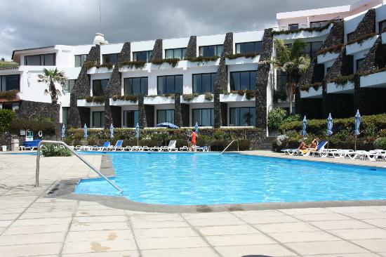 Caloura Hotel Resort: Part of hotel seen from end of pool