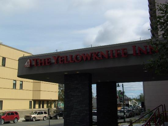 Quality Inn & Suites Yellowknife : ホテル正面