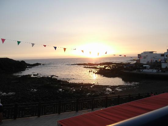 Restaurante El Mirador: View of the harbour from the restaurant at sunset.