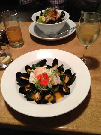 Porthleven, UK: Fish of the day (Cod fillet) with mussels