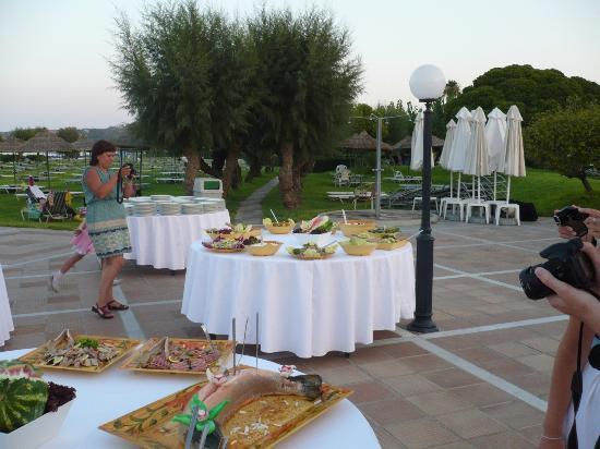 Apollo Beach Hotel: Serata tipica greca