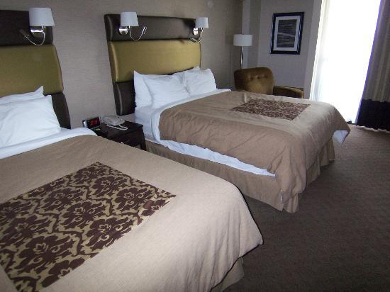 Sandman Signature Vancouver Airport Hotel & Resort: 4人でもだいじょうぶな部屋でした