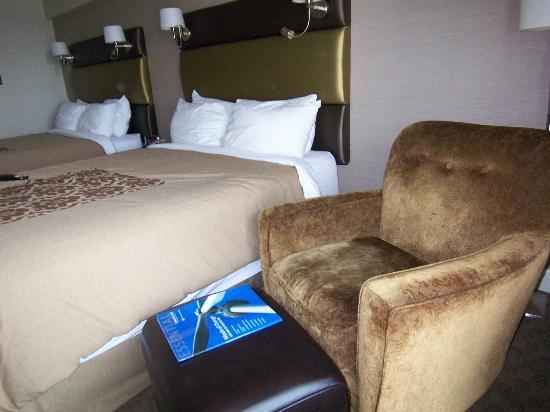 Sandman Signature Vancouver Airport Hotel & Resort: オットマンもあります