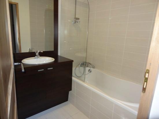 Lagrange Prestige Residence Les Fermes d'Emiguy : Salle de bain
