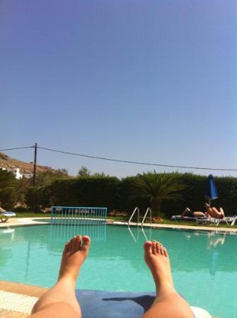 Eleni Apartments : pool area
