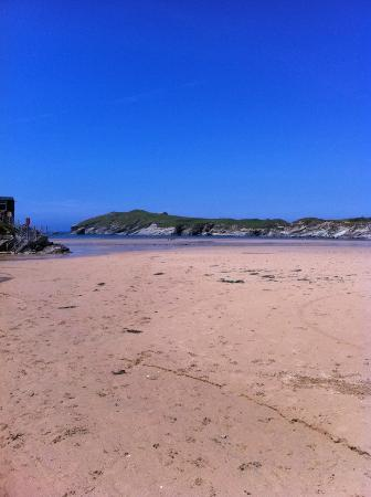 Whipsiderry Hotel: Porth Beach