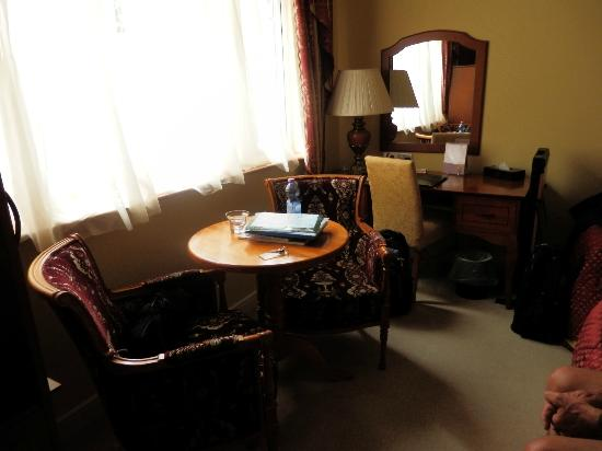 Ashlee Lodge: Seating area in Room 9