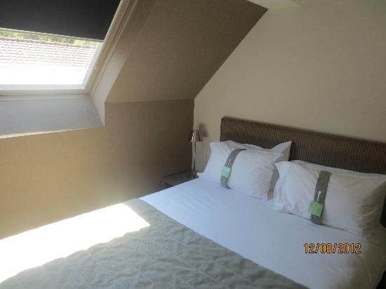 Holiday Inn Le Touquet : Upstairs Mezzanine bed with skylight