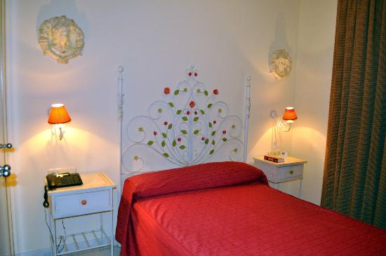 Hotel Dona Manuela : Camera Matrimoniale piccola