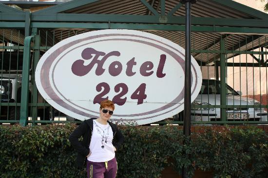 [Mini-Jeu] le nombre image - Page 10 Hotel-224