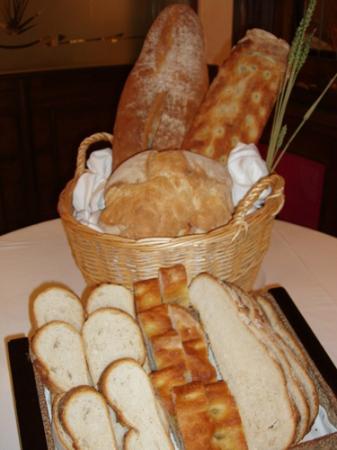 Campo del Toro Asador : Pan elaboración propia