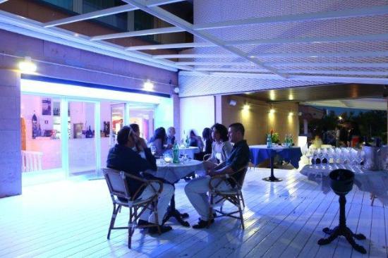 La terrazza esterna foto di villa roma tirrenia tripadvisor - Bagno europa tirrenia ...
